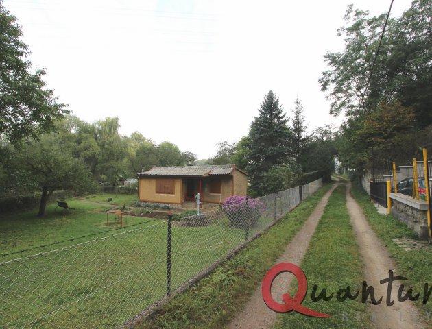 Chata s pozemkem 900 m2, Loděnice
