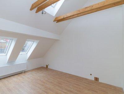 Mezonetový byt 3+kk 89 m2 s předzahrádkou ve Všenorech u Prahy, Rezidence Sladovna